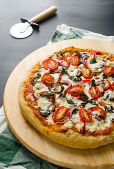 This healthy pizza recipe contains whole wheat pizza crust (low in fat), veggie toppings and homemade pizza sauce.