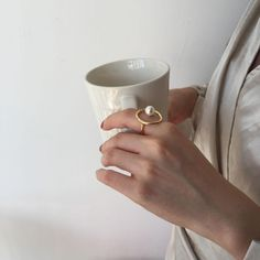 Temperament Geometric Round Pearl Ring – klozetstyle.com Jewelry Rings, Jewelry Watches, Fine Jewelry, Geometric Jewelry, Vintage Pearls, Party Accessories, Pearl Ring, Elegant Woman, Cocktail Rings
