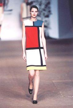 Mondrian na passarela, coleção de 1965 de Yves Saint Laurant. Nos anos 60 começamos a ver a hibridação entre arte e moda