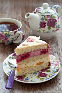 Raspberry cake and afternoon tea Food Cakes, Cupcakes, Cupcake Cakes, Café Chocolate, Cake Recipes, Dessert Recipes, Dessert Healthy, Dessert Bread, Bread Recipes