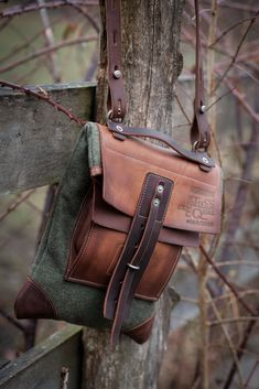 messenger bag with wool cloth Leather Pouch, Leather Men, Leather Backpack, Leather Bags Handmade, Leather Craft, Leather Projects, Vintage Bags, Canvas Leather, Leather Working