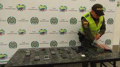 Los celulares hurtados fueron dejados a disposición de las autoridades judiciales dentro de los términos establecidos en el Código Penal Colombiano.