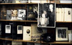 Librería Antonio Casares en Buenos Aires  http://factorfotos.blogspot.com/2012/09/libreria-antonio-casares.html  Son cinco fotos  Entre ellas las de Borges y Bioy el 27 de noviembre de 1985 Fotos: @isaiasgarde