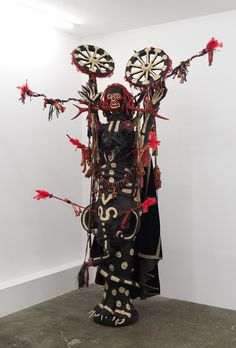 Benoit Huot, Incantation, 2015, matériaux divers, 260x60x50 cm www.evahober.com