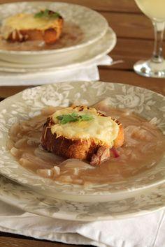 Γαλλική κρεμμυδόσουπα Soup Recipes, Onion Soup, French Onion, Food Photo, Baked Potato, Meals, Cooking, The One, Kitchens