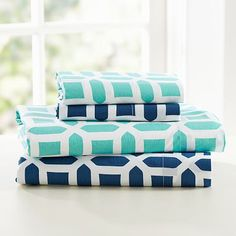 Since dorm rooms are so tiny, bedding actually winds up becoming a fairly large part of the decor. I love the pool color!   #PBDORM