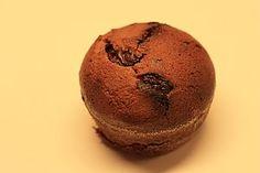 Čokoládové muffiny s višněmi Cupcakes, Breakfast, Anna, Food, Morning Coffee, Meal, Cupcake, Essen, Hoods