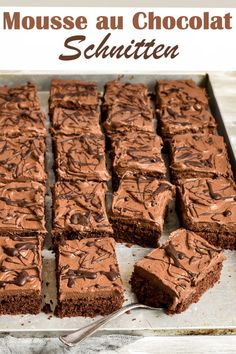 - Mousse au chocolat slices – bang-like sheet. – Mousse au chocolat slices – bang-like sheet cake that is ver - Easy Cake Recipes, Baking Recipes, Cookie Recipes, Snack Recipes, Dessert Recipes, Snacks, Vegan Recipes, Dessert Food, Brownie Recipes