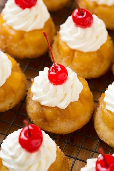 I love these mini pineapple upside down cakes in cupcake form. They are the perfect size for one person to have one (or two) for dessert. You have to try these pineapple upside down cupcakes! Gourmet Cupcakes, Yummy Cupcakes, Mocha Cupcakes, Easter Cupcakes, Flower Cupcakes, Velvet Cupcakes, Christmas Cupcakes, Vanilla Cupcakes, Muffin Tin Recipes