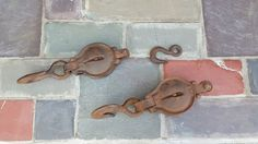 Vintage metal pulleys & hook by Gigiscupboard on Etsy