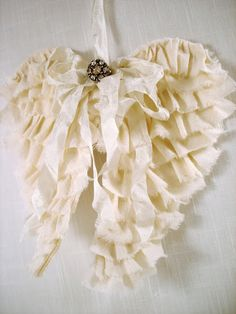 ~ The Feathered Nest ~: Angels are among us...Tutorial for making angel wings
