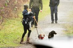 Duchess Of York, Duke And Duchess, Walk In The Woods, Black Labrador, Prince Harry And Meghan, Vancouver Island, Meghan Markle, Dog Walking, Archie