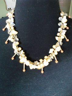 realizado en caena dorada, con nacar cristales,perlas,escallas,piedras duras
