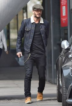 David Beckham in a Raw Denim Jacket. David actually sported a great double denim look, pairing a pair of black jeans with a raw and rigid denim jacket. Estilo David Beckham, David Beckham Style, David Beckham Jeans, Denim Look, Raw Denim, Looks Cool, Men Looks, Fashion Mode, Mens Fashion