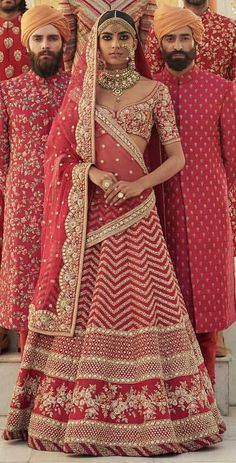 Are Wedding Venues Profitable Indian Bridal Outfits, Indian Bridal Lehenga, Indian Bridal Wear, Pakistani Bridal, Indian Dresses, Indian Wear, Bridal Dresses, Sari, Saree Blouse