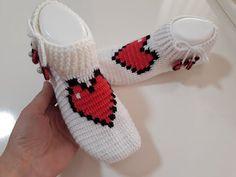 Yepyeni Bir Tasarım Harika Kalpli Tığ işi Patik Yapımı - YouTube Crochet Cactus, Batik, Crochet Videos, Crochet Slippers, Crochet Socks, Crochet Ornaments, Slipper, Tricot, Slippers Crochet