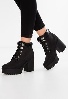 Even&Odd High Heel Stiefelette - black - Zalando.de Source by wwwkotomi de mujer de taco Black High Heels, Black Ankle Boots, High Heel Boots, Heeled Boots, Ankle Booties, Jugend Mode Outfits, Aesthetic Shoes, Hype Shoes, Fresh Shoes