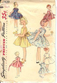 Simplicidad 1439 Childs vestido de una sola pieza por FashionsLook, $11.95
