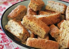 All Bran Rusks - A typical South African Rusk recipe Buttermilk Rusks, Easy Desserts, Dessert Recipes, Easy Snacks, Rusk Recipe, Hard Bread, Healthy Breakfast Snacks, Healthy Eating, All Bran