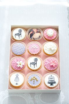 Cupcakes...I would not want to eat these, they are too pretty.
