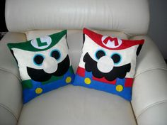 Mario Bros Pillows - Picture only Sewing Crafts, Sewing Projects, Craft Projects, Crochet Projects, Mario Crafts, Cute Cushions, Felt Pillow, Geek Decor, Mario And Luigi
