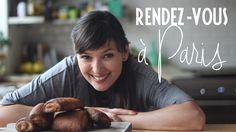 http://www.avidafrancesa.com/tarte-tatin-uma-sobremesa-cheia-de-historia/ - uma das sobremesas mais conhecidas da França. Uma receita simples, rápida e deliciosa que aparece com frequência nas refeições dominicais em família, mas que também se adapta perfeitamente à carta dos melhores restaurantes gastronômicos do país. Um verdadeiro símbolo cultural francês, a Tarte Tatin é uma sobremesa cheia de história, de texturas e de sabores. Um casamento perfeito de massa, maçãs, açúcar e manteiga…