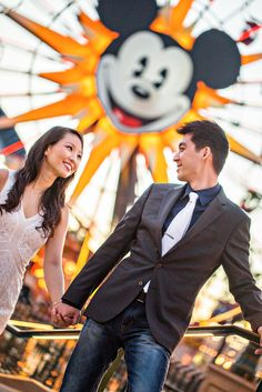 5 Dream Engagement Shoots For Disney Die-Hards Disneyland Engagement Photos, Disney Engagement, Engagement Stories, Engagement Pictures, Engagement Shoots, Wedding Photography Inspiration, Engagement Photography, Disneyland California Adventure, Disney Style