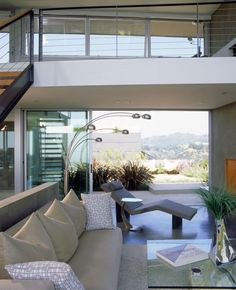 Leonard Residence was designed by Ehrlich Architects and is located in Los Angeles, California