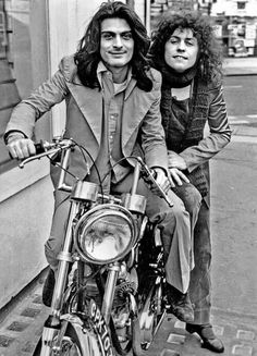 Mickey Finn and Marc Bolan Definitely not a 'Jeepster' Marc Bolan, Music Icon, My Music, Glam Rock Bands, Poetry Photos, Electric Warrior, Mick Ronson, My Favorite Music, T Rex