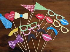 JUSTLOVEDESIGN - DIY FREE DANCE PARTY PHOTO PROPS They loved this!...
