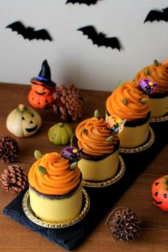 HAPPY ハロウィン♪ パンプキンムースケーキ by ぶうちゃん | cotta Halloween Sweets, Halloween Baking, Halloween Cupcakes, Happy Halloween, Japanese Sweets, Japanese Pastries, Cute Desserts, Sweets Recipes, Bread Recipes