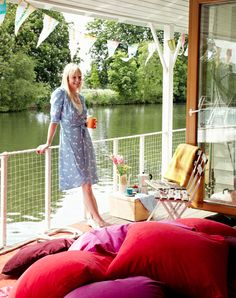 Colorful London Houseboat?!