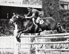 Raimondo D'Inzeo (Poggio Mirteto, 8 febbraio 1925 – Roma, 15 novembre 2013) è stato un cavaliere italiano, ufficiale dei Carabinieri, laureatosi campione olimpico ai Giochi di Roma 1960 e due volte campione mondiale nel 1956 e nel 1960. Con otto presenze ai Giochi olimpici, è l'atleta italiano che vanta il maggior numero di partecipazioni #TuscanyAgriturismoGiratola