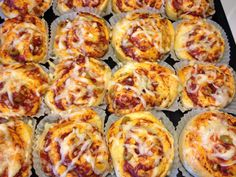 Bild 264 Mini Pizza, Danish Food, Italy Food, Greens Recipe, Lunch Snacks, Quick Meals, Brunch Recipes, Italian Recipes, Baking Recipes
