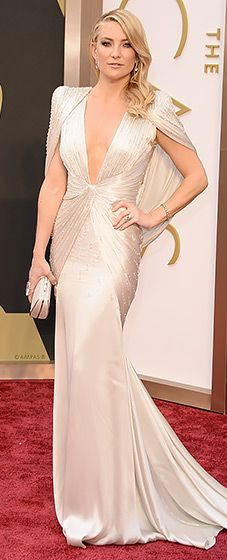 Kate Hudson looks like a true movie star in Versace at the 2014 Oscars