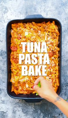 This Tuna Pasta Bake (a.a Tuna Casserole) is made with everyday store-cupboard ingredients and comes together in minutes. A great-tasting and healthy family meal pasta pasta pasta pasta bake recipes rezepte sauce Baked Pasta Recipes, Seafood Recipes, Vegetarian Recipes, Cooking Recipes, Healthy Recipes, Dinner Recipes, Slimming World Tuna Pasta, Easy Slimming World Recipes, Tuna Pasta Bake Healthy