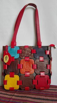 Anahita rood. Handgemaakt, lederen schoudertas, kleurvol mozaiek. Handmade, full grain leather shoulder bag. colorful mosaic tiles. door BonesArtisan op Etsy