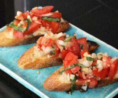 Bruschetta is a fresh, simple and delicious Italian appetizer that can be prepared in minutes and enjoyed any time of the year. In its simplest Italian form, bruschetta requires that . Mini Appetizers, Italian Appetizers, Appetizer Recipes, Appetizer Ideas, Healthy Appetizers, Tapas, Diy Party Food, Do It Yourself Food, I Love Food
