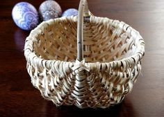 Hand weaved by a master of Polish handicraft Easter basket made of a root of a pine. Basket also can fulfill a usable function – it is suitable for fruits, vegetables and small items safekeeping.