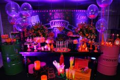 Decoração de festa à fantasia neon com velas Neon Birthday, Star Wars Birthday, 16th Birthday, Dessert Table Backdrop, Sleepover Birthday Parties, Neon Glow, Glow Party, Sweet 16 Parties, Party Drinks