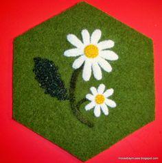 Stitch Society Wool Hexagon daisy