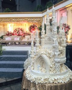 Daniel and Lanny Wedding - GH Universal Bandung - Wedding Cake Castle Wedding Cake, Big Wedding Cakes, Creative Wedding Cakes, Luxury Wedding Cake, Beautiful Wedding Cakes, Gorgeous Cakes, Wedding Cake Designs, Pretty Cakes, Amazing Cakes