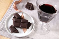 Heart-Healthy Valentine's Gifts: Organic Dark Chocolate and Wine - Wiser Living - Mother Earth Living Real Food Recipes, Yummy Food, Delicious Recipes, Healthy Food, Organic Dark Chocolate, Organic Fruits And Vegetables, Wine Tasting Party, Organic Wine, Gourmet Gifts