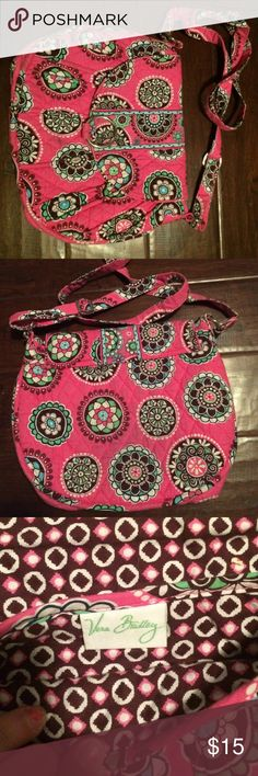 Vera Bradley Crossbody Super Cute Vera Bradley Crossbody bag. Has been used and has some stains but not very noticeable. feel free to offer a different price! Vera Bradley Bags Crossbody Bags