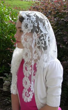 VINTAGE  White Spanish Floral Mantilla Perfect by RobinNestLane, $34.00