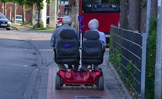 When you think of old people you may think of a little old granny who make cakes and cookies but the truth is not all old people are created equal. Here is a collection of some of the coolest old people we have ever seen. Cute Old Couples, Couples In Love, Elderly Couples, Happy Couples, Young Couples, Real Relationships, Relationship Goals, Old Couple In Love, Pokerface