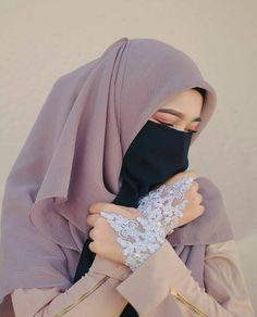 ak usah perduli Betapa banyak orang gemar bergosip tentangmu Cukup diam & tersenyum Mereka sedang memberimu Banyak pahala. 😂 . Tag temen Hijab Niqab, Muslim Women, Hijab Fashion, Erotic, Face Veil, Womens Fashion, Models, Adventure, Beauty