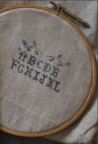 C mon monde; sampler à la fleur. Brin, Wooden Hoop, Cross Stitch Patterns, Needlework, Monogram, Inspiration, Decor, Cross Stitch, Flower