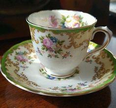 VINTAGE TUSCAN FINE ENGLISH BONE CHINA TEA CUP AND SAUCER.