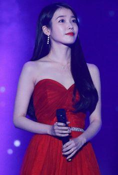 """ in red ❤️❤️❤️"" Korean Model, Korean Singer, Iu Fashion, Korean Fashion, Korean Girl, Asian Girl, Iu Hair, Camille, Korean Actresses"